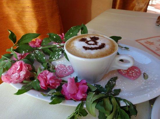 le souriant caf du matin picture of hotel belvedere sirmione tripadvisor. Black Bedroom Furniture Sets. Home Design Ideas
