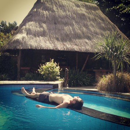 Gili Hideaway : Pool available to those staying in the umbrella bungalows