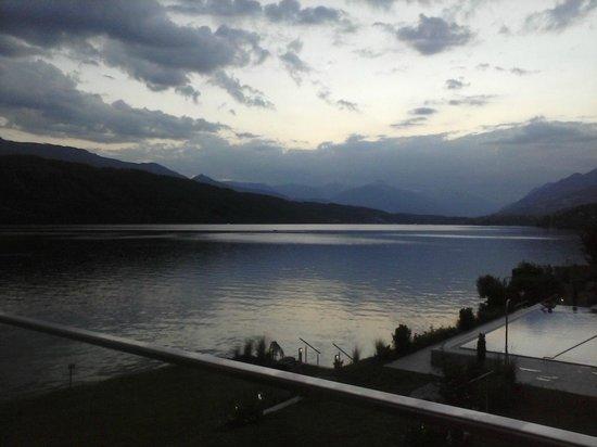 Badehaus Millstatter See: Blick von L'Onda auf Millstättersee nach Westen
