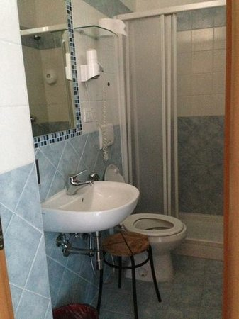 When In Rome Accommodation: Bagno interno della tripla