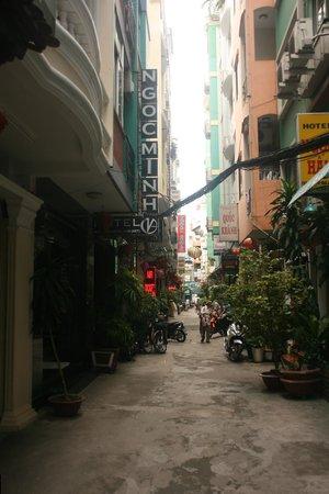 Ngoc Minh Hotel: Callejón donde estaba el hotel