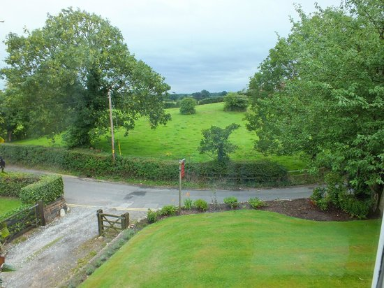 Ash Farm Country Guest House: View to the front of Ash Farm