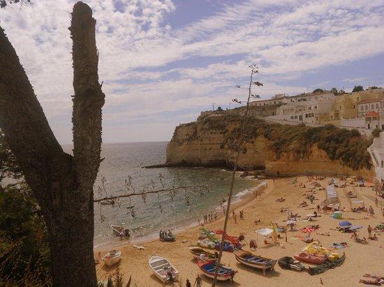 Rocha Brava Village Resort: Nearby beach at Carvoeiro
