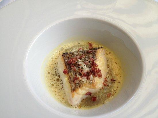 La Pommeraie: au poisson un merlu de ligne avec un crémeux d'aubergine