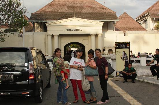 Yogyakarta Fortress Museum : Di depan Benteng Vredeburg Jogjakarta