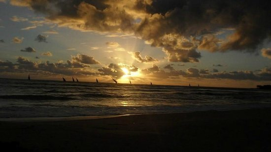 Areia Branca Lodge: Sunrise over the Indian ocean
