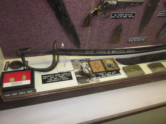 ‪American Military Edged Weaponry Museum‬