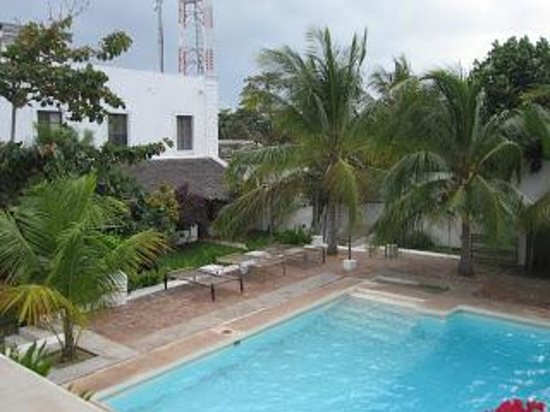 Hotel Escondidinho : the pool and courtyard