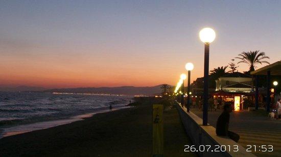 Paseo Marítimo de Torrox Costa: Torrox Costa by Night