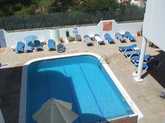 El Coto Apartments: La piscine vue du balcon de notre chambre