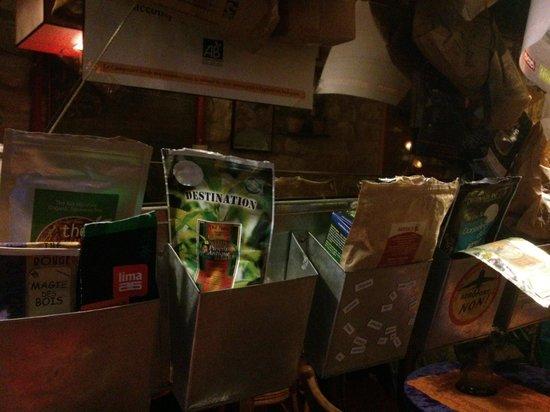 Au Grain de Folie: Cose appese ai muri
