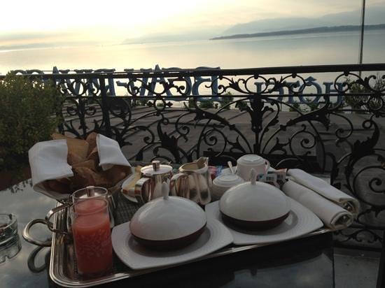Hotel Beau-Rivage: terrasse petit dej