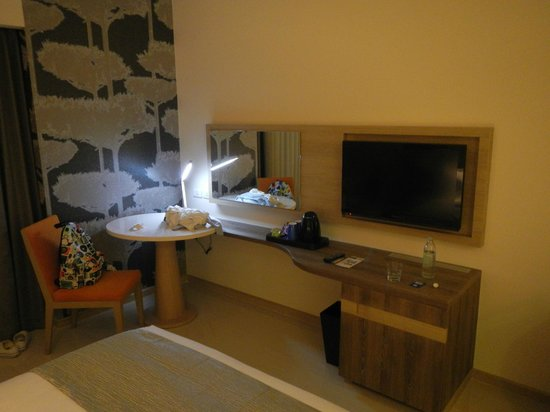 Holiday Inn Express Phuket Patong Beach Central: room