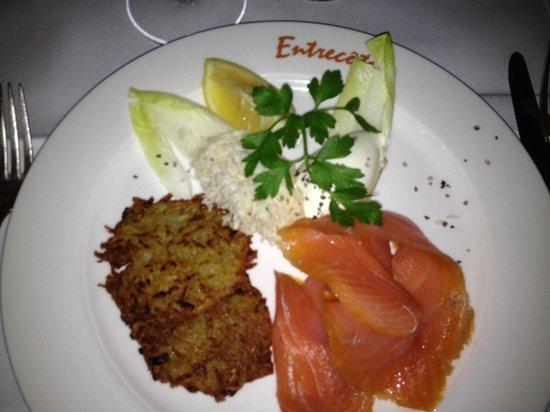 Entrecote: Forret :Smoked salmon served with potato-rösti, creme-fraiche and grated fresh horseradish