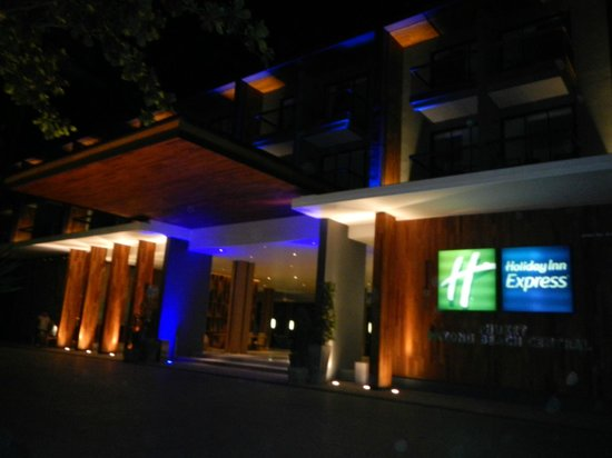 Holiday Inn Express Phuket Patong Beach Central: outside of hotel