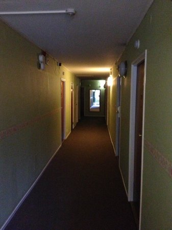 SX Hotel Amadeus : Ful korridor till alla rummen. Dock var rummen betydligt finare.