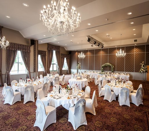 Burntwood Court Hotel: Room set up