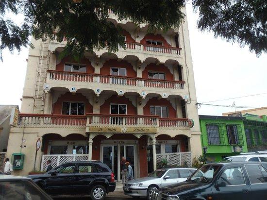 Le Saint-Laurent : Facade de l'hotel