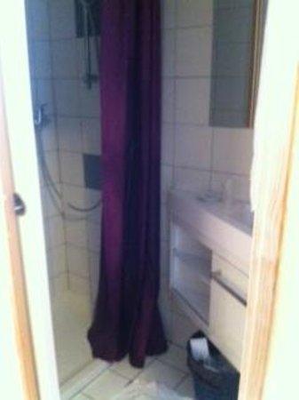 Hotel Uhabia : la salle d'eau