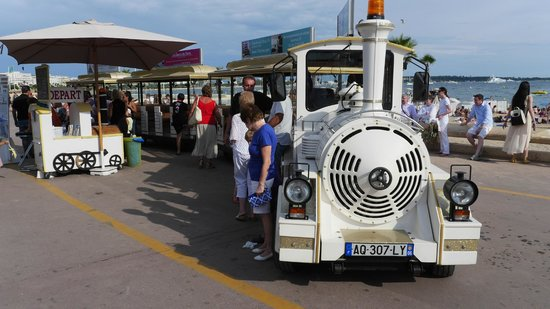 Petit Train de Cannes: TRAIN AT BEACH