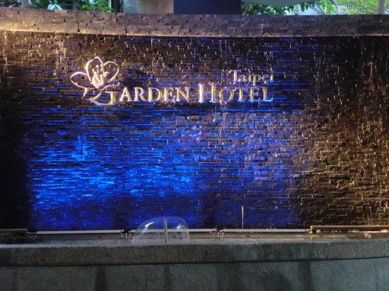 Taipei Garden Hotel: ホテル噴水前