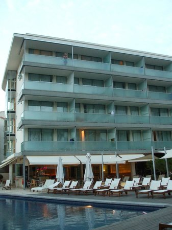 Aimia Hotel: Rooms on the frontside (facing the sea)