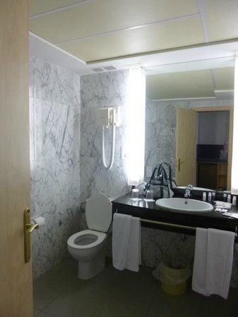Hotel Tres Reyes: baño