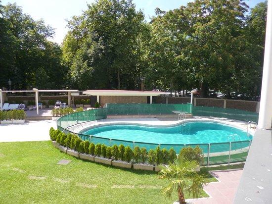 Hotel Tres Reyes: piscina pequeña y algo fresca, mucha sombra