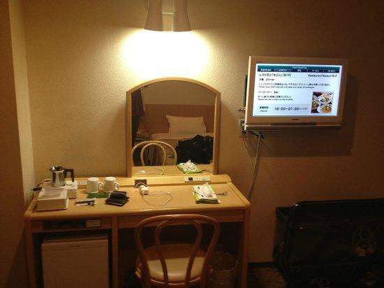 Hotel Grand City : TV and desk/mirror