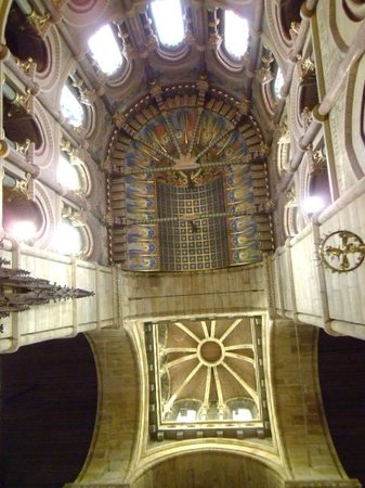St Fin Barre's Cathedral: Shot of the ceiling
