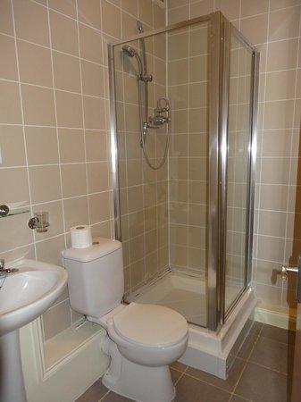 Hotel Makedonia Ltd: Salle de bain large !