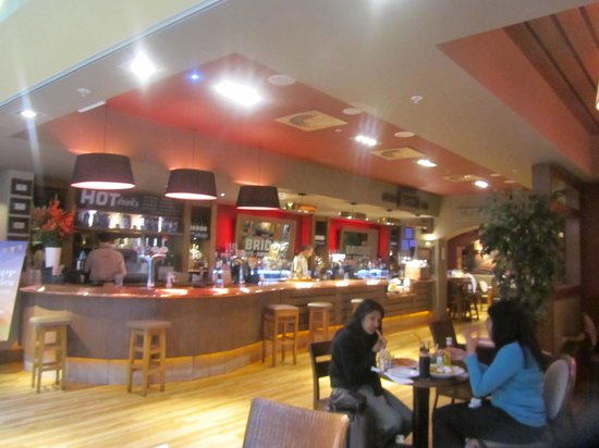 Bridge Bar and Eating House : Bridge Bar & Restaurant LHR T4