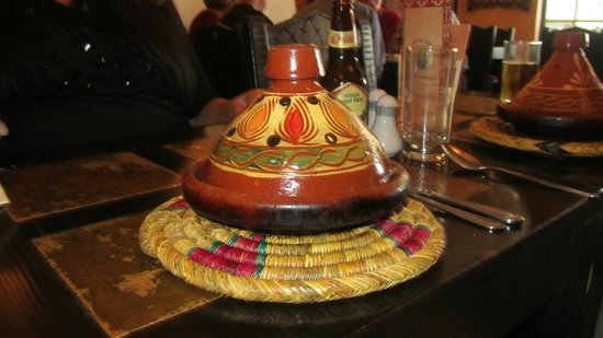 Tagine Zhor: Lovely pots with dinner in