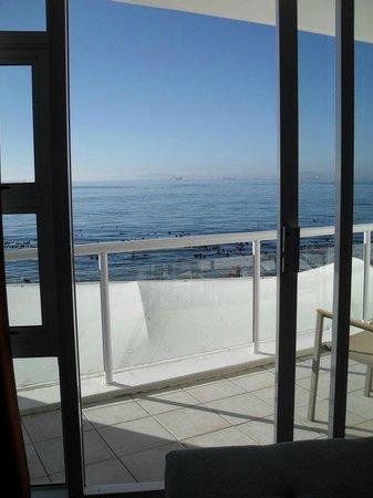 Radisson Blu Hotel Waterfront, Cape Town : Oceano a due passi dalla terrazza!