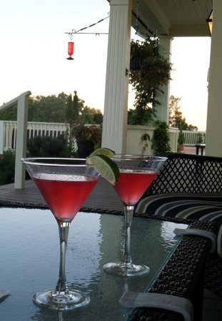 Rossmount Inn : There is nothing better than a summer evening watching the water and the hummingbirds.