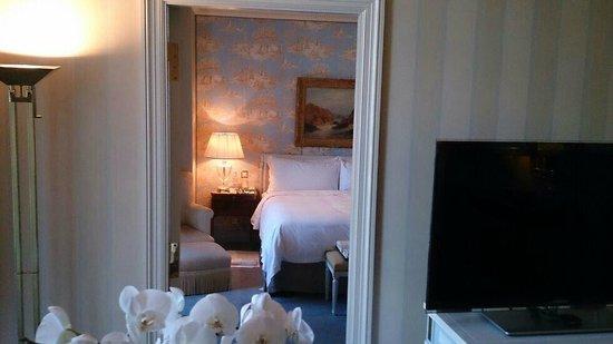 Four Seasons Hotel des Bergues Geneva: Vue de la chambre depuis le salon