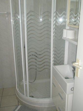 Aiolos Hotel: Bath