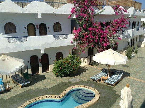 Dahab Plaza Hotel: вид корпуса и бассейна