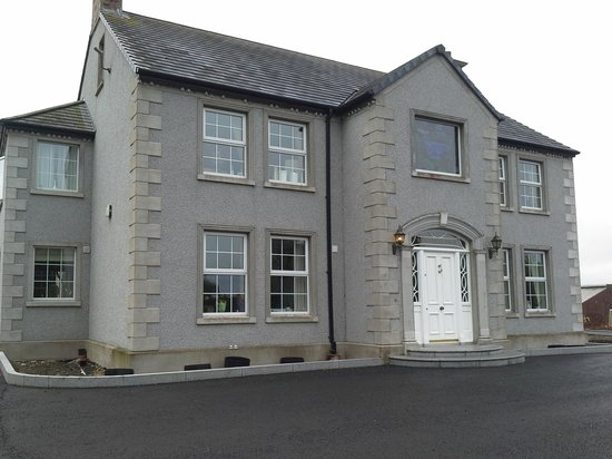 Ballyharvey House B&B: front of the house