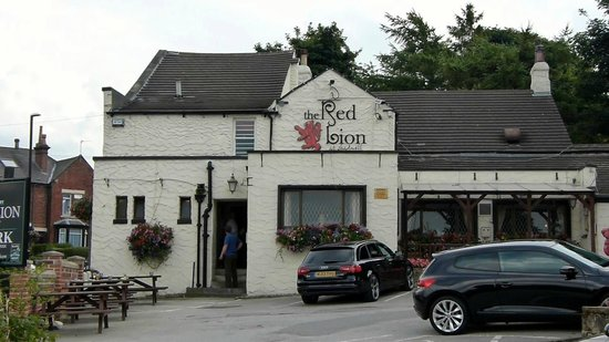 The Red Lion: Pub View