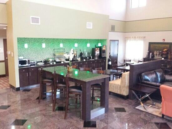 BEST WESTERN Bayou Inn & Suites: lobby/breakfast room