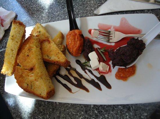 Bayaroma Cafe: Bread and tapenade plate
