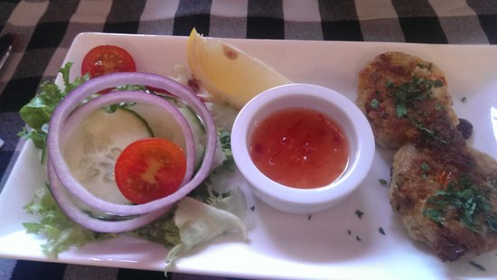 Bellamy's Bistro: Crab cake starter - Small but tasty