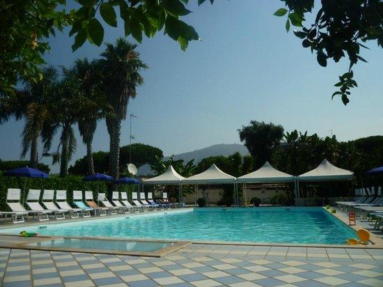 Esperidi Resort: Piscine