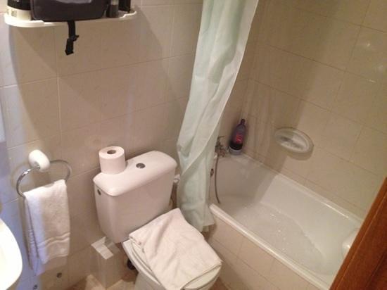 Hotel Sant Jordi: badkamer