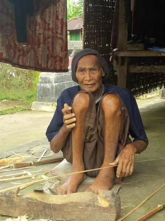 Bali 2000 Cycling - Day Tours : An old man cutting bamboo all day