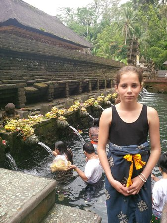 Bali 2000 Cycling - Day Tours : Tirta Empul, special place!
