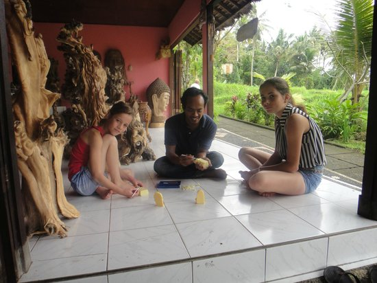 Yeh Pulu Cafe : Ketut learned them with a lot of patience...