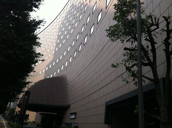 Tokyo Garden Palace: 渋い外観