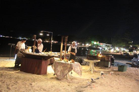 Chaweng Seafood Restaurant: BBQ le choix la cuisson la salade bar gratuite